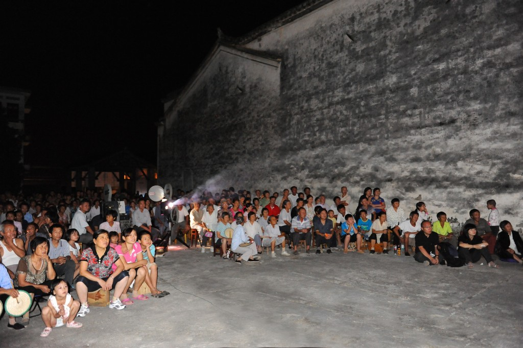 Outdoor Film Screening at Bishan Harvestiva 2011. Photo by Hu Xiaogeng