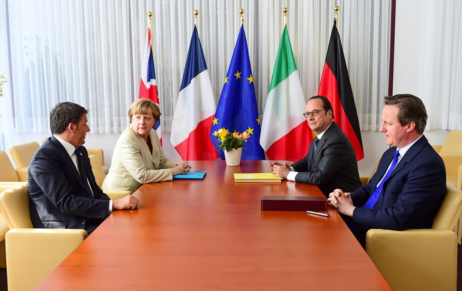 Italian Prime Minister Matteo Renzi (L-R), German Chancellor Angela Merkel, French President Francois Hollande and British Prime Minister David Cameron take part in a meeting during a European Union extraordinary summit seeking for a solution to the migrants crisis, in Brussels April 23, 2015. EU leaders will effectively reverse a cutback in rescue operations the Mediterranean on Thursday to try to prevent record numbers of people drowning as they try to flee war and poverty in the Middle East and Africa. REUTERS/Emmanuel Dunand/Pool - RTX19ZXP